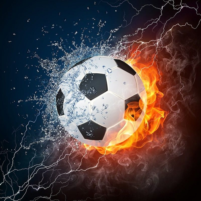 Piłka nożna otoczona ogniem i wodą